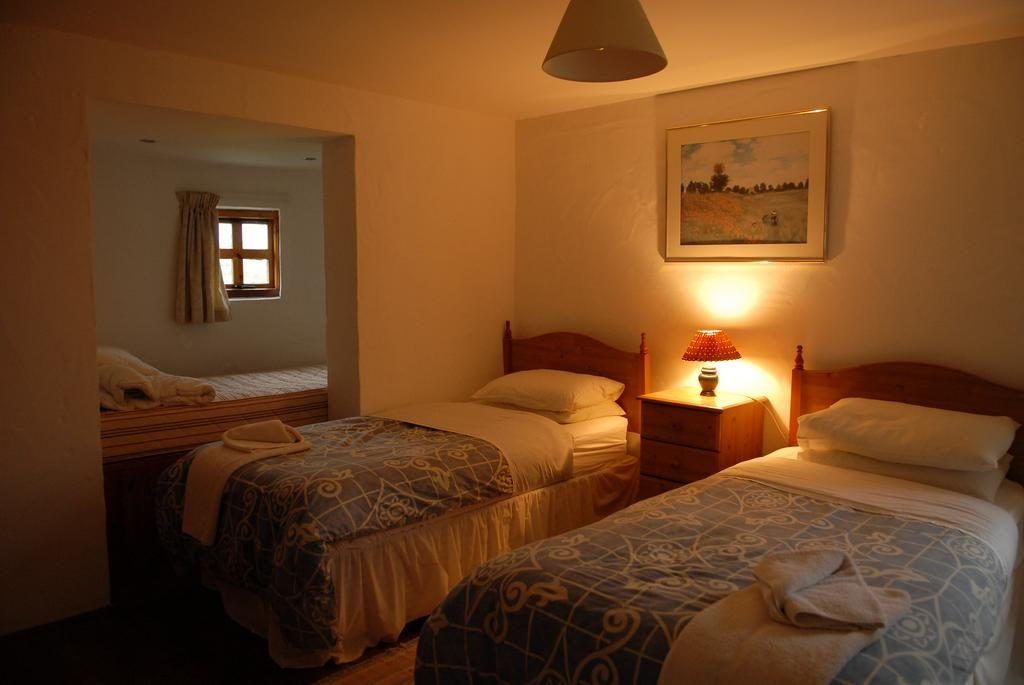 Ballylinny Holiday Cottages bedroom 2