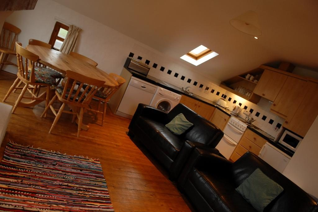 Ballylinny Holiday Cottages kitchen & dining area