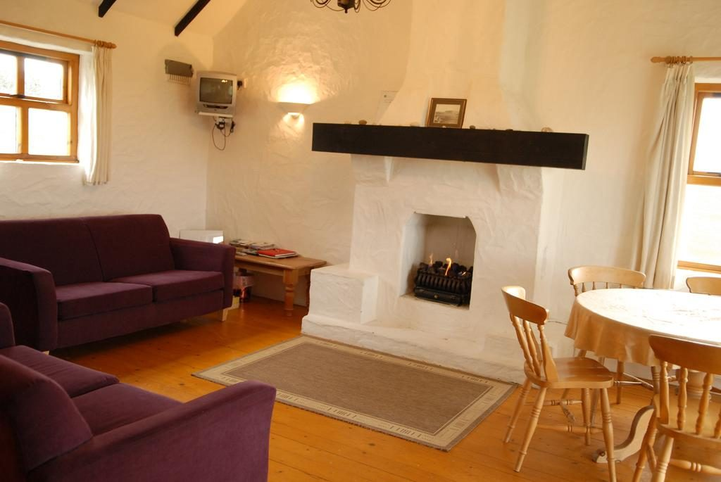 Ballylinny Holiday Cottages living room