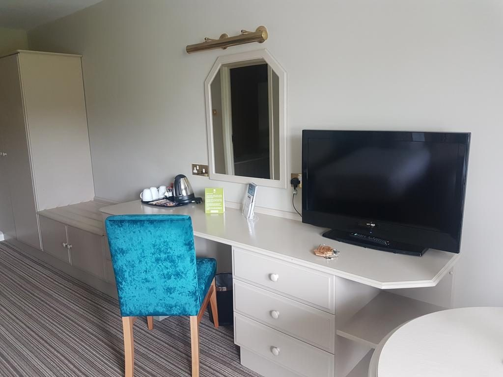 Causeway Hotel Table with mirror & Tv