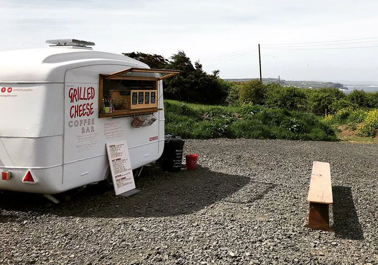 Mini-maegden-converted-caravan-come-artstic-grilled-cheese